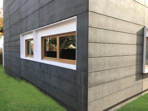 façana fibrociment color negre casa passiva a Argentona - Papik Cases Passives