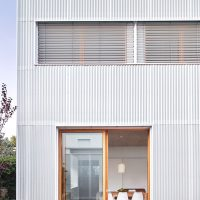detall façana interior argentona casa passiva papik cases passives catalunya casa biopassiva casa eficient