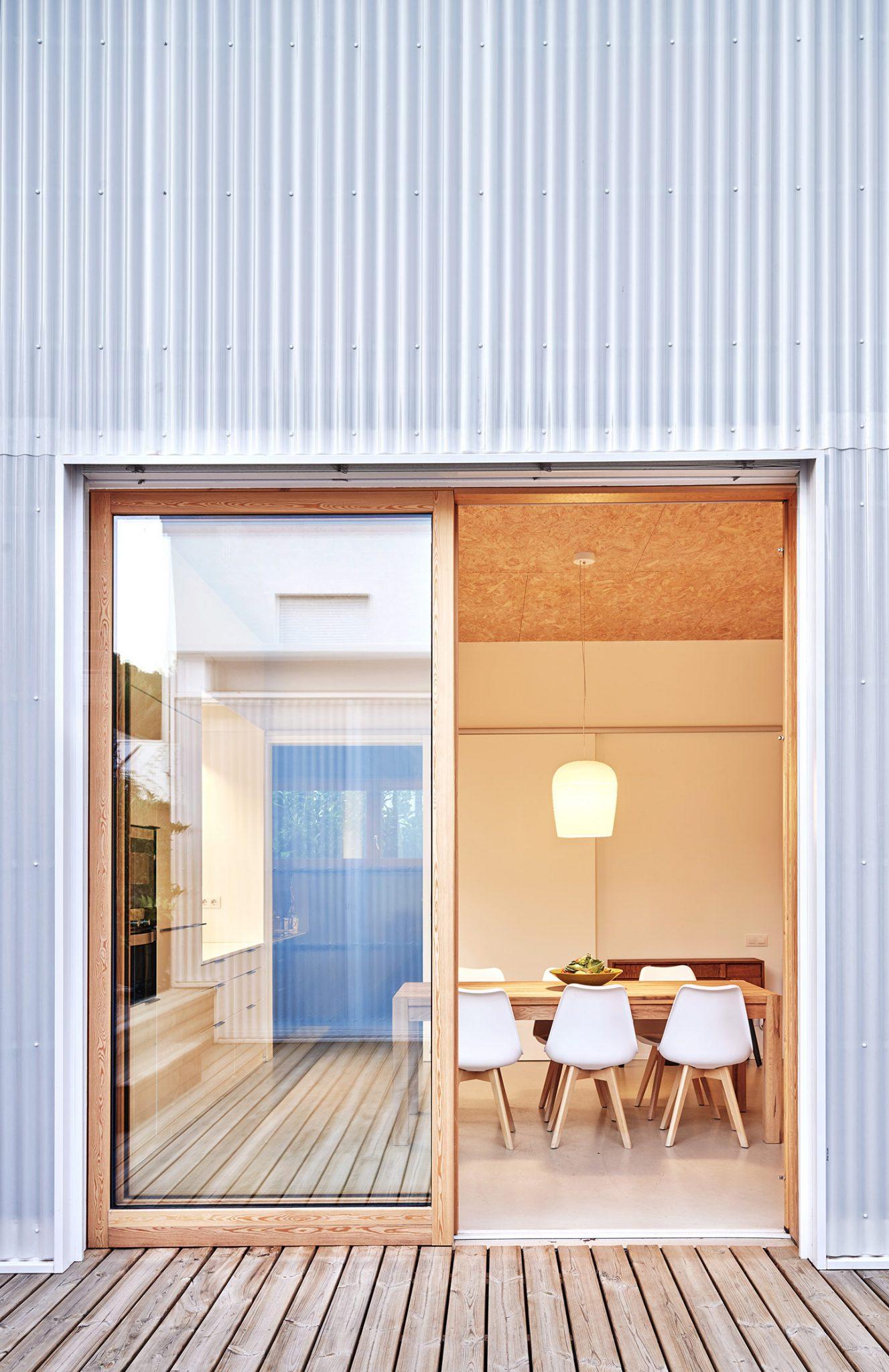 menjador desde la façana argentona casa passiva papik cases passives catalunya casa biopassiva casa eficient