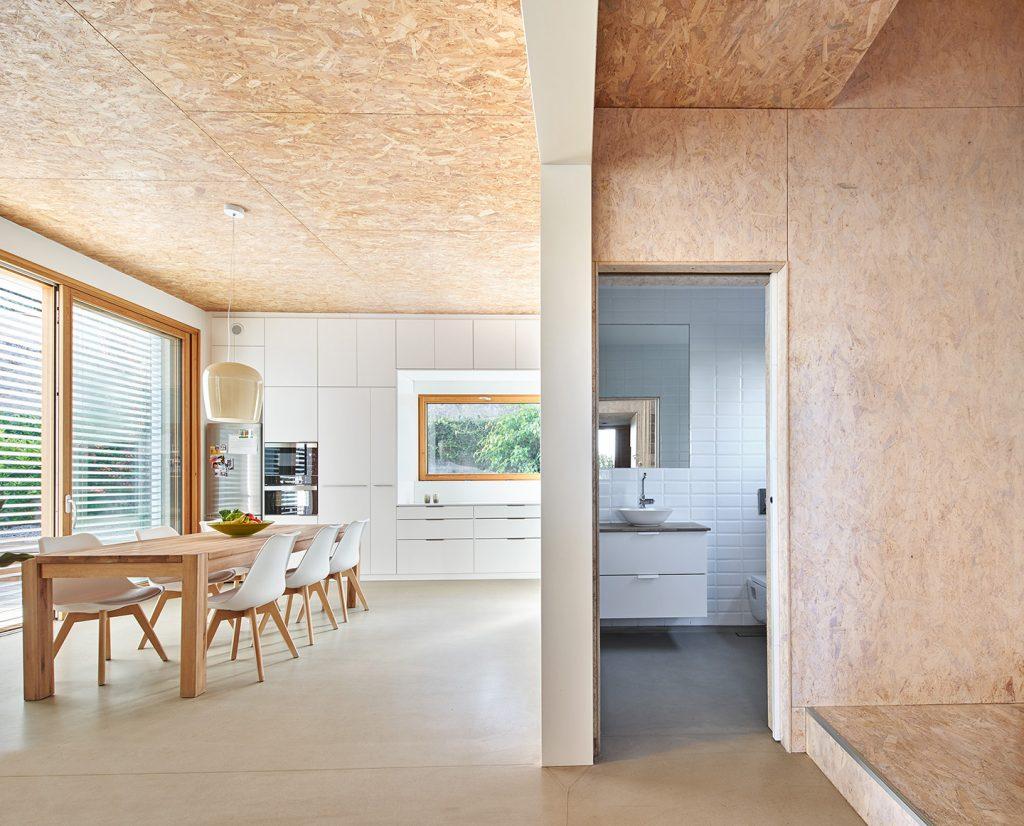 menjador i lavabo argentona casa passiva papik cases passives catalunya casa biopassiva casa eficient