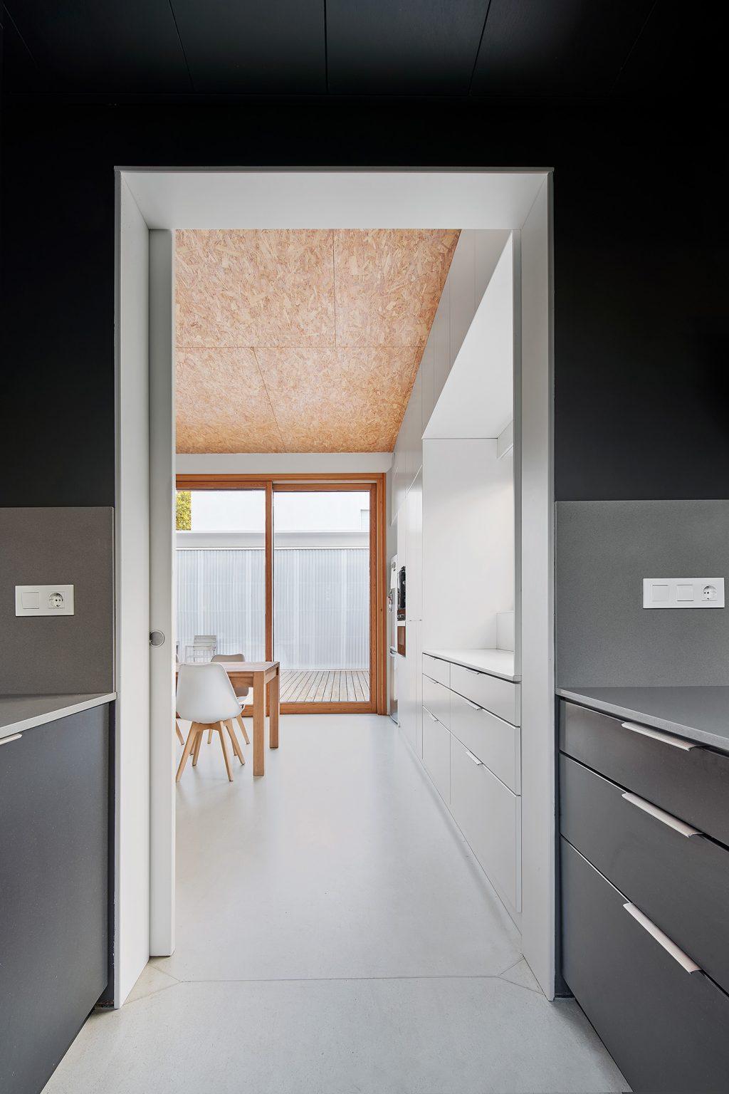 cuina i menjador argentona casa passiva papik cases passives catalunya casa biopassiva casa eficient