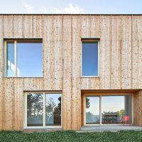 Façana ventilada de fusta a la casa de premià - Papik Cases Pasisves