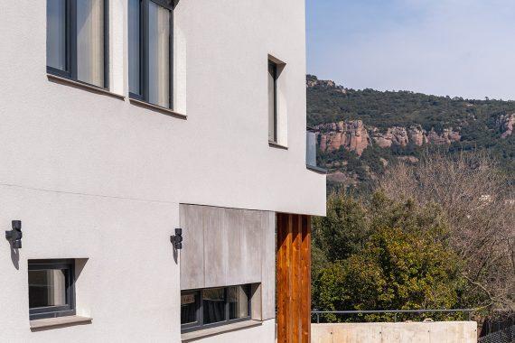 Exterior amb vistes a Sant LLorenç K-Matadepera casa passiva Passivhaus a Catalunya