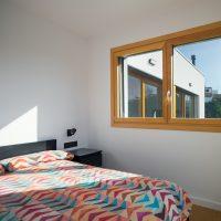 dormitori principal de K-codines casa passiva eskimohaus autosuficient a catalunya