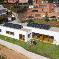Vista aèria de K-Codines casa passiva eskimohaus autosuficient a Catalunya