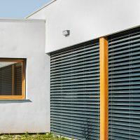 Finestres apilables i orientables Griesser K-Codines casa passiva eskimohaus autosuficient a Catalunya