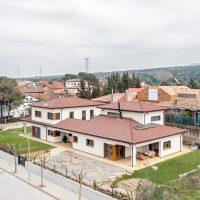 vista lateral de K-Hostalets una casa certificable sota l'estàndard Passivhaus construïda per Papik Cases Passives