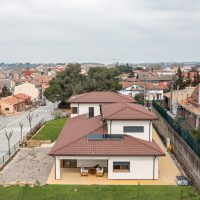 vista aèria lateral de K-Hostalets una casa certificable sota l'estàndard Passivhaus construïda per Papik Cases Passives