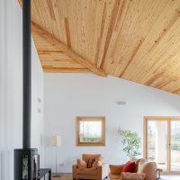 Sala d'estar i estufa de K-Hostalets una casa certificable sota l'estàndard Passivhaus construïda per Papik Cases Passives