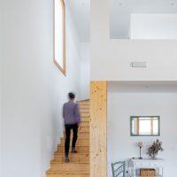 Escala d'accés a la planta superior de K-Hostalets una casa certificable sota l'estàndard Passivhaus construïda per Papik Cases Passives
