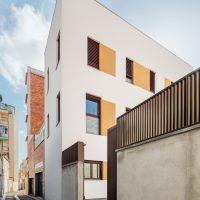 vista desde el carrer de K-Malats una casa passiva a Barcelona construida per Papik